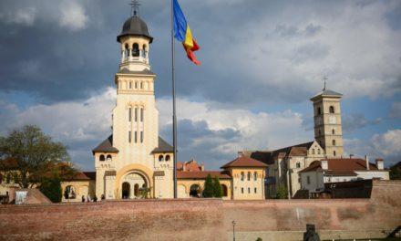 Moment ISTORIC de Centenar la Alba Iulia, unde se întâlnesc pentru prima dată reprezentanții tuturor cultelor din România. Credința poporului este adusă alături de istoria acestui neam