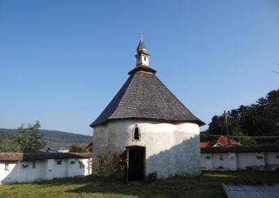 32. Capelaromano-catolica, la iesirea din Odorheiu Secuiesc