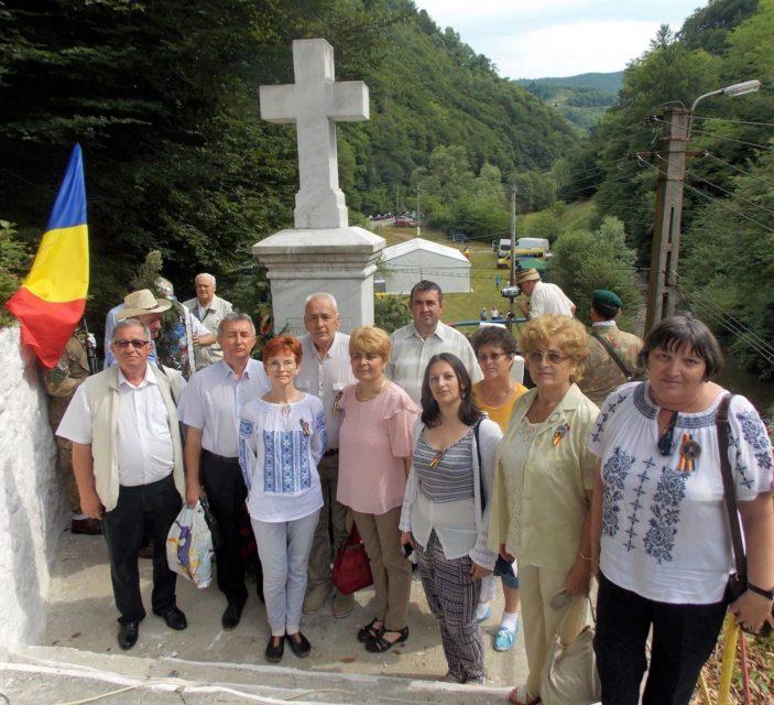"""Albaiulieni prezenți la """"ÎNTÂLNIREA MOŢILOR CU ISTORIA"""" în satul Dupăpiatră-Cheia, județul Hunedoara"""
