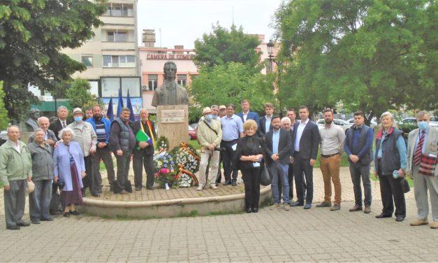 Poetul Mihai Eminescu a fost omagiat la 131 de ani de la moarte,  prin depuneri de coroane de flori și evocarea vieții și operei sale,  de către membrii ONG-urilor cultural – patriotice