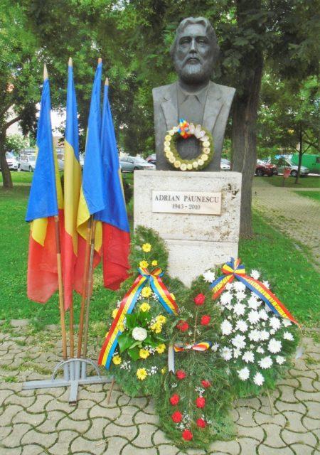 La Alba Iulia, Poetul Adrian Păunescu a fost omagiat la 77 de ani de la naștere