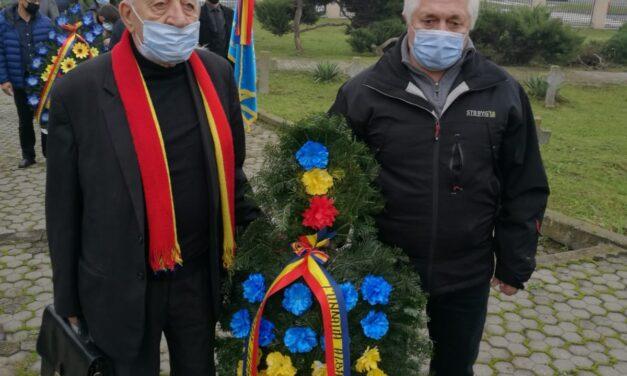 """Fundația """"Alba Iulia 1918 – pentru Unitatea și Integritatea Românilor"""" și Revista """"DACOROMANIA"""" au depus o coroană de Ziua Armatei Române"""