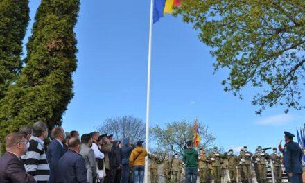 Inaugurarea noului catarg cu Drapelul României în Cimitirul Eroilor din Alba Iulia