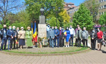 La Alba Iulia Depuneri de coroane și flori la bustul lui Lucian Blaga
