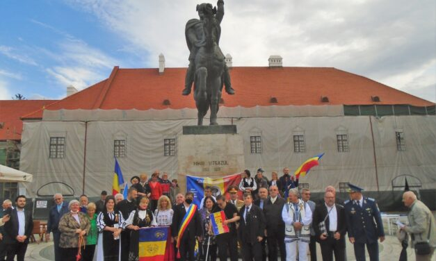 La Alba Iulia – Prin discursuri, depuneri de coroane și flori la statuia lui Mihai Viteazul – a fost sărbătorit actul istoric la cei 421 de ani de la prima Unire  a Țărilor Române (27 mai 1600)