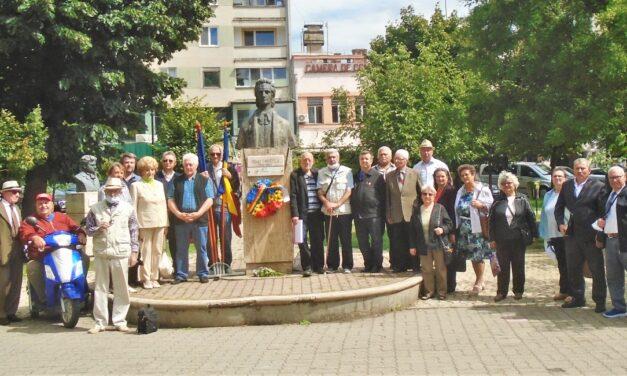 La bustul poetului Mihai Eminescu din Alba Iulia a fost sărbătorită Ziua Limbii Române!